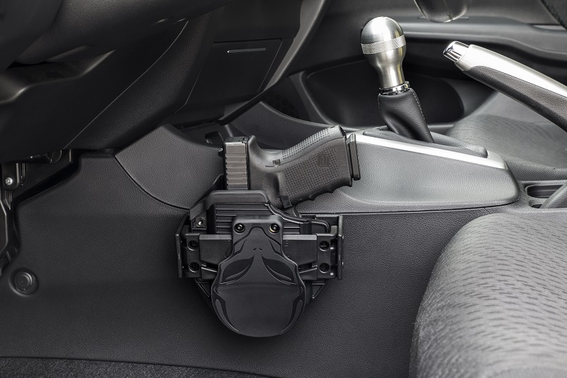 Click image for larger version.  Name:gun-holstered-in-car.jpg Views:97 Size:165.8 KB ID:168345