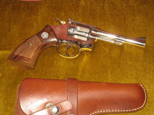 Name:  TAURUS 22 REVOLVER 001.jpg